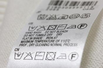 高温に弱い化学繊維のものは、ダメージを与えてしまう場合があるので洗濯の表記を確認してからの方が良いかも。