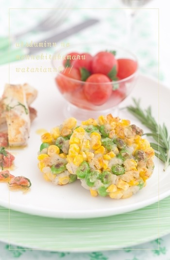 とうもろこし、枝豆、大麦、薄力粉で作るヘルシーなガレット。グリーンとイエローが鮮やかで食欲をそそり、見た目もさわやかなので、とうもろこしと枝豆が美味しい暑い夏のおつまみにちょうど良さそう。