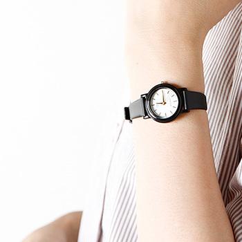カシオのリーズナブルな腕時計シリーズ、通称「チープカシオ」から、小ぶりなフェイスに、細いベルト&女性らしくて、とても可愛らしいアナログウォッチが登場しました。