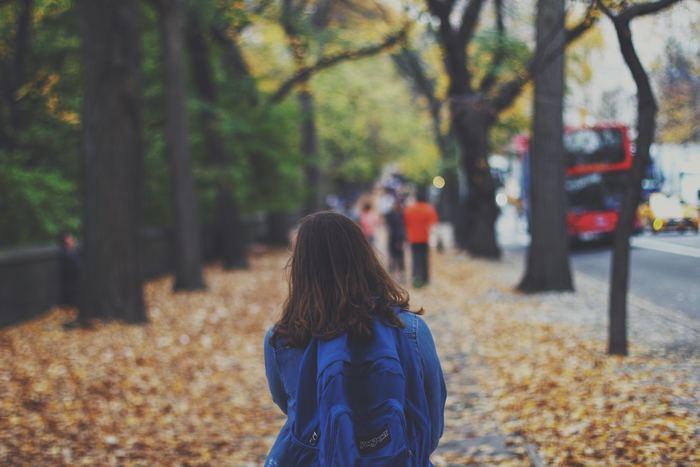 普段は最短ルートを選んで通っている場所。今日はちょっと余裕あるな...という時は、回り道や寄り道を試してみませんか?この時、目的は考えないで。むしろ何も考えようとしないくらいがいいんです。また、寄り道までしなくても、いつもよりゆっくり歩いてみるだけで、景色が変わって見えることもあります。今まで視界に入ってこなかった素敵なモノに気づくきっかけになるかもしれません。
