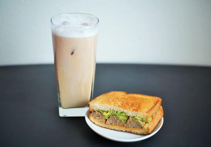 コーヒーに飽きたときや、もっとマイルドな味を手軽に楽しみたいときは、「カフェオレベース」を使うのもオススメ。