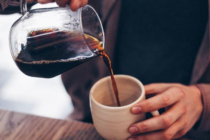 グラスに少しベースを注いだら、あとはミルクを注ぐだけ!それぞれの分量を調整するだけで好みの濃さに調節でき、ミルクを豆乳をかえたり・・・というアレンジも簡単なので、オフィスに1本常備しておくととても便利です。