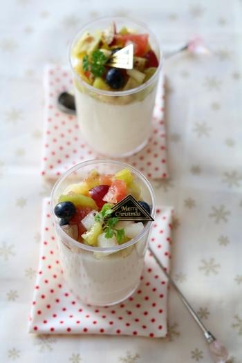 カラフルなフルーツを盛り合わせた、お店みたいなミルクプリン。トロトロでやさしいミルクの味わいがホッとするレシピです。