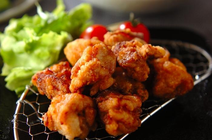 手作りの唐揚げは、好きな味や食材でアレンジして楽しめる上に、揚げたてを食べることができていいこと尽くし!ご飯のおかずからお弁当、おつまみにもなるお役立ちおかずです。ぜひレシピを参考にして、好みの唐揚げを作ってみましょう!