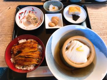 「穴子丼とそうめんのセット」もまた、人気メニューのひとつです。