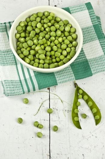 グリーンピースは乾燥が弱点。袋に入れて保存もできますが、茹でてから冷凍保存するのがおすすめです。冷凍保存なら使いたいときにパッと使えて、生よりも長持ちします。