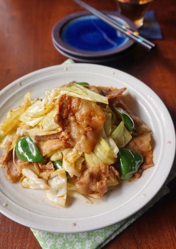 和洋中なんでもお任せのキャベツを美味しく味わうことができる「回鍋肉」。豚肉の旨味と甘いソースに絡んでご飯によく合う万能レシピです。