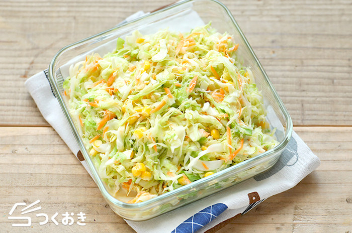 野菜の水分をしっかり切るのがポイントになる「コールスロー」は冷蔵庫で約3日保存可能です。お弁当や忙しい朝のお供に便利な旬レシピです。
