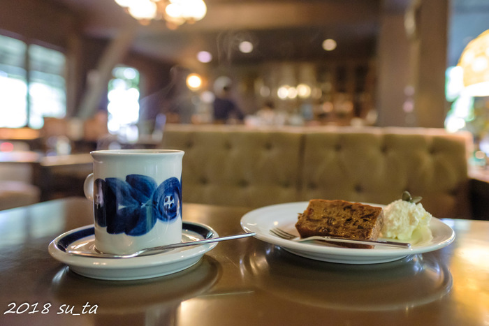 自家製ケーキがおすすめで、フルーツケーキ、パウンドケーキから選べますよ。  コーヒーとセットにして、大人同士で語らう、優雅な時間を過ごしてはいかがでしょう。