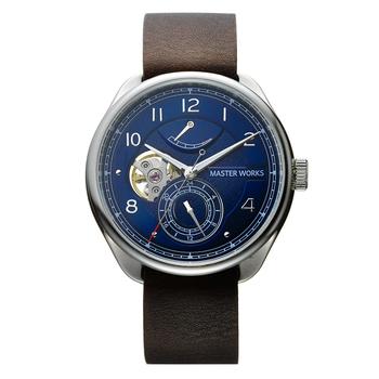 メンズライクな腕時計で押さえておきたい自動巻きモデル。時を刻む繊細な歯車に愛着が湧いてきます。 ネイビーフェイスは断然デニムとの相性が良いので、メンズライクなコーデにもぴったりなアイテムです。
