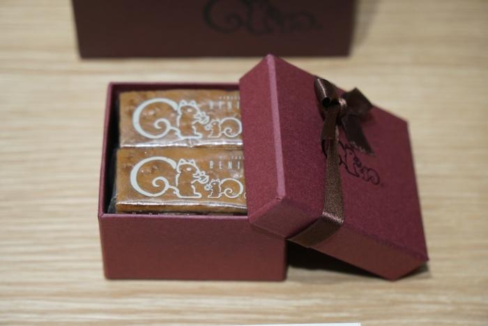 鎌倉紅谷の代表菓子は、こちらの「クルミッ子」。かわいいパッケージで、お土産にぴったりですよね。