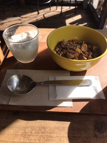 朝は、グラノーラとヨーグルトのモーニングセットを実施。もちろん、淹れたてのコーヒー付きなので、優雅に朝を迎えてみてはいかがでしょう。