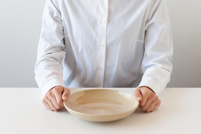 1966年に設立されたイタリアの食器メーカー「Saturnia(サタルニア)」の「シビリア」シリーズのパスタボウルです。リムや柄のないシンプルなデザインが特徴。直径約22cmの大きさとほどよい深さでどんな料理でも盛り付けることができ、使い方は自由自在です。