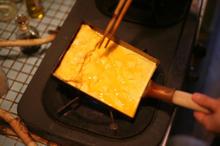 """玉子焼きを作るために使うのが、専用フライパンの玉子焼き器。今回は、そんな玉子焼き器の""""素材""""別にご紹介していきます。それぞれの素材の良さを理解して、自分好みの玉子焼きを作ってみませんか?"""