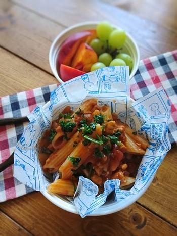 ミートソースは冷凍が効くし、作り置きもできてなにかと便利ですよね。スパゲッティーはくっつきやすいのでペンネが正解◎茹でたら少量のオリーブオイルと和えるとさらによし!