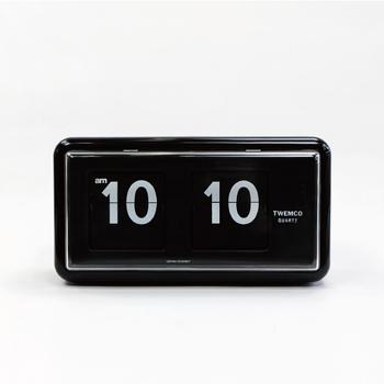 1969年に設立された「TWEMCO(トゥエンコ)」社は、世界でも数少ないカレンダークロック製造ブランドとして世界中で愛されています。こちらの時計は掛け時計にも置時計にもなる便利なアイテム。遠くからでも見やすいシンプルなデザインがポイントです。