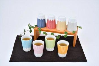 可愛いデザインと使う方を思った親切なものづくりを目指す<SWEETS CRAFT>の富士山モチーフカップは、名前の通り、伏せて置くと富士山のようになるカップ。細めのストライプがおしゃれで、何個も揃えたくなる、かわいいカラーリングが魅力です。