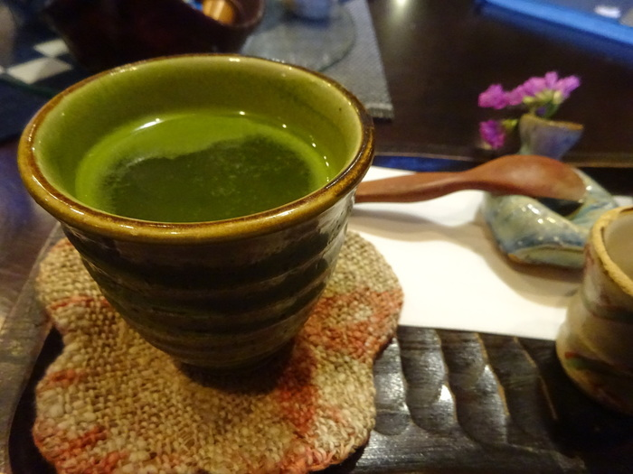 お抹茶をいただきながらのんびりと過ごす時間はまさに至福のひとときです♪