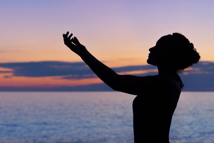 ヨガはゆっくりとした呼吸とポーズによって行う有酸素運動。有酸素運動はインナーマッスルを鍛える効果があり、しなやかで美しい姿勢に導いてくれます。またインナーマッスルを鍛えることで筋肉量がUPし、基礎代謝が上がります。代謝が良くなれば、脂肪の燃焼が促されて「痩せやすい体」を作っていけるのです。