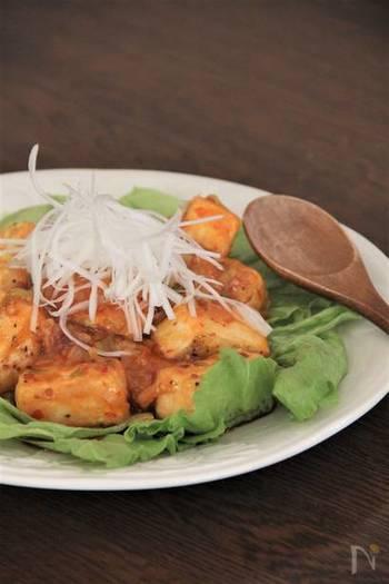 エビチリならぬ豆腐チリ。豆腐に下味をしっかりつけるのがポイントです。辛いのが苦手な方やお子さん向けには豆板醤をケチャップに変えると美味しく食べられます。