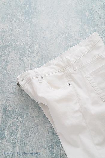 履いていくうちに黄ばみや黒ズミが気になってくる白デニム。さわやかに着こなすためにも、白さをキープしておきたいもの。