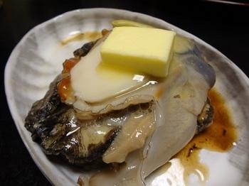 お料理は月ごとに献立が変わります。海の幸はもちろんのこと、春から初夏にかけては特産の筍でお造りや焼き筍など、珍しい地元料理が戴けることもあります。