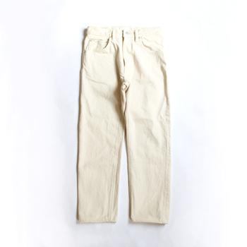 「HATSKI(ハツキ)」は、2016年にスタートしたデニムを中心としたブランド。職人による丁寧な縫製と、柔らかい素材から生まれるデニムは、男女ともに履きたくなる心地よさを持ちます。