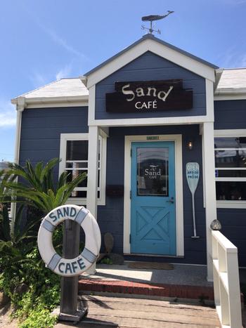 房総フラワーライン沿いにある「サンドカフェ(Sand CAFE)」は、名作「老人と海」の世界観と千倉の海のイメージを重ね合わせてた、南房総のカフェの先駆けとも言われる人気店です。
