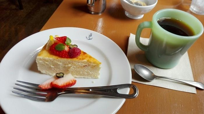 常時7種類ほどあるケーキは、すべて手作り。一杯ずつハンドドリップで淹れる本格コーヒーと一緒にいかがですか?