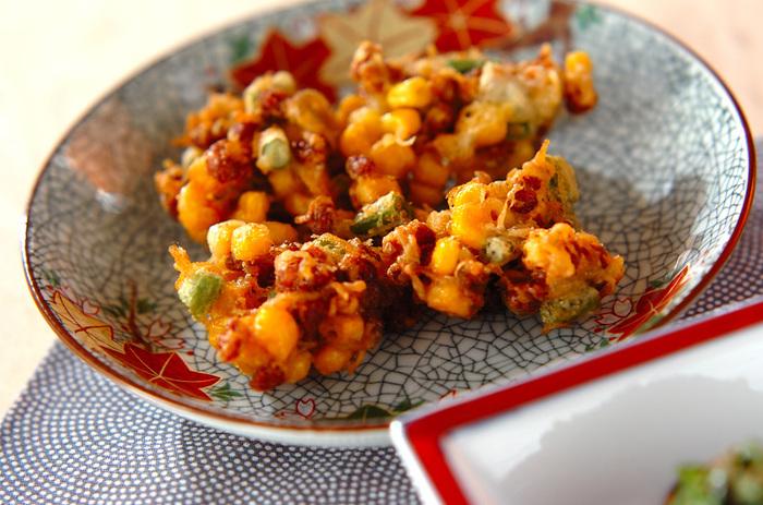 納豆好きにオススメの揚げ物レシピ。フワッと香る納豆とコーンの甘みがたまりません。冷蔵庫の余り野菜を合わせても美味しく仕上がりますよ。サクサクしていて、何個でも食べられちゃいそう。