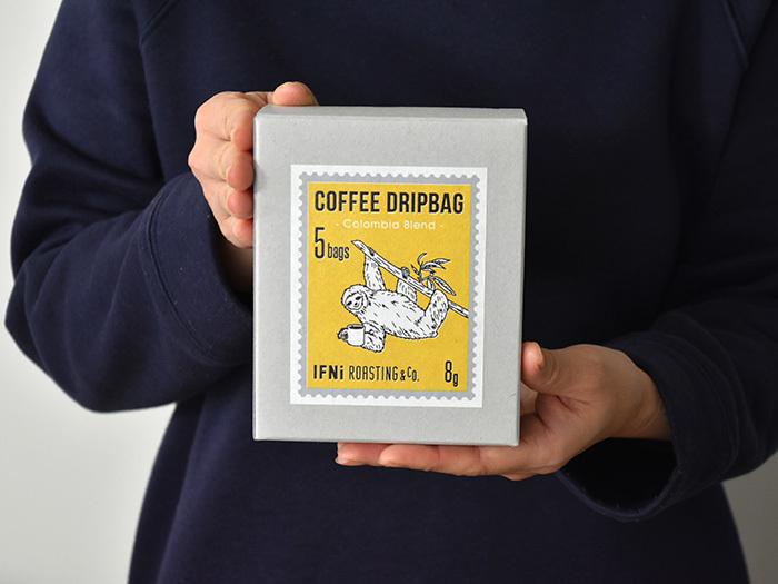 のんびりムードのナマケモノのパッケージを手にしただけでも癒されるドリップバッグは、「IFNi ROASTING & CO.(イフニ ロースティング&コー)」のもの。静岡市街に実店舗を構えるコーヒー専門店です。