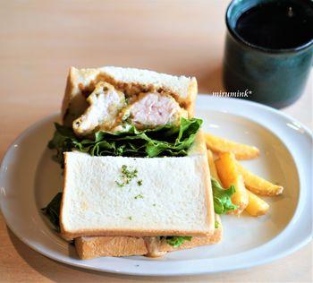 「自家製タルタルソースの南蛮サンド」は、レタスと鶏むね肉とタルタルソースのサンドイッチ。しっとりジューシーな鶏むね肉と酸味のあるタルタルソースがベストマッチです。