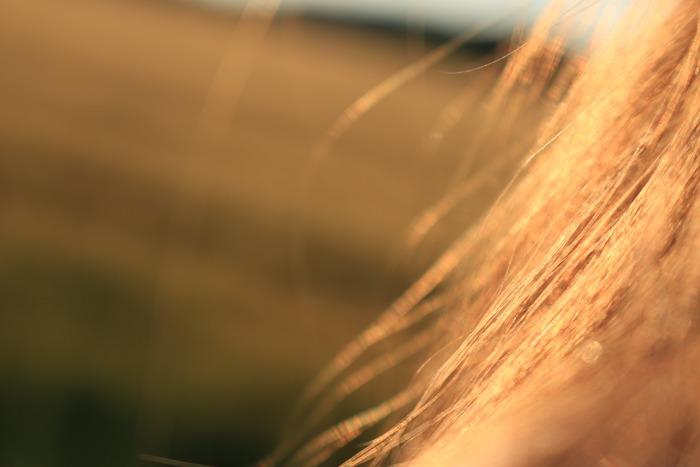 コテやアイロンを使うと、やはりダメージが気になりますよね…。髪の傷みを最小限に抑えるには「温度」が重要です。160~180℃位の温度で短時間で巻くのがポイント!
