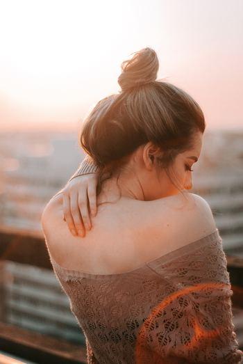 誰もが完璧ではないので、時には間違うこともあります。それを許せずにいることは、自分のことも許せません。 難しいことかもしれませんが、自分に非があれば受け入れることも大事です。自分の非を認めることで、相手の非も受け入れられるようになります。