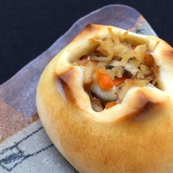 しっとりモチモチの生地に切り干し大根を包んだ和食パン。甘酒を生地に混ぜることでしっとり仕上がるとのこと。切り干し大根は、煮汁をよく絞ってから包むと◎