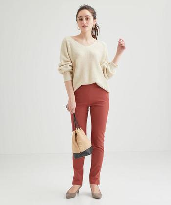 カラーパンツを取り入れたコーディネートは、簡単にこなれ感を出せるうえにおしゃれ度もグッと高まります。ぜひカラーパンツコーデに挑戦して、ファッションの幅を広げてみてくださいね。