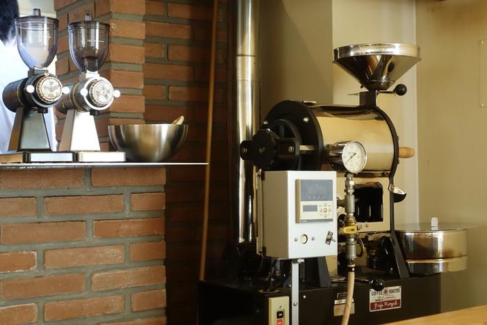 厳選した生豆を、少量ずつ丁寧に焙煎されたコーヒーは香りも最高です。注文を受けてから焙煎をする「オーダー焙煎」も行っています。手作業にこだわりが伺える丁寧なお店です。