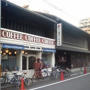創業1940年という長い歴史を持つお店で、京都で知らない人はいないくらいの老舗です。様々な映画や歌の歌詞にも登場し、谷崎潤一郎や池波正太郎などの文化人も通ったと言われています。