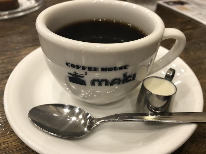 こちらのお店も自家焙煎したコーヒーを提供しています。これまでの経験からコーヒーの味をさらに引き出すために、2014年から焙煎機をリニューアルしました。お店の歴史は古くとも、時代の流れと共にコーヒーの風味を追求し続ける姿勢はプロならではです。