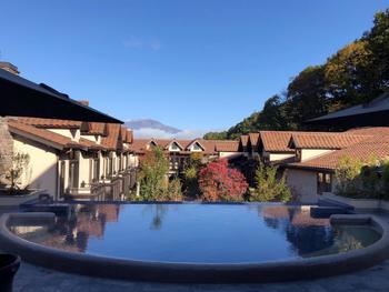 約7万坪の敷地内には屋外プールや温泉、スパも。ホテルステイが楽しめる他、レンタサイクルもあるので周辺観光にも便利です。