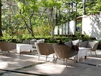 軽井沢の豊かな自然を感じながらの食事やカフェタイムなど、星野リゾートならではの時間を過ごせます。