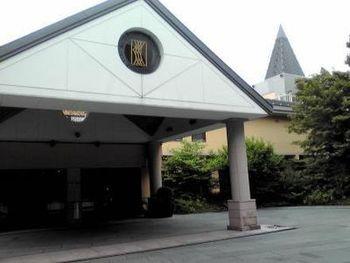 非日常を味わえることで人気の星野リゾート。その軽井沢のホテルが「ブレストンコート」です。