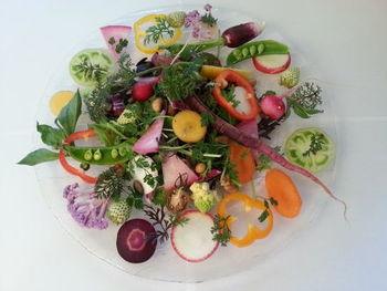 一番の魅力はおいしい野菜。農薬無散布や無化学肥料など、こだわって作られた野菜を使った料理が味わえます。