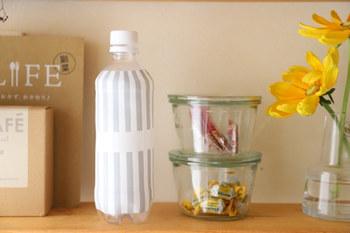 お散歩にペットボトルに入れたお水を持っていく人も多いもの。でも、ラベルをはがしたペットボトルというのはなんだか生活感が出てしまって味気ないですよね。