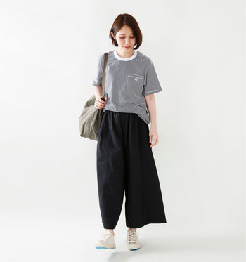 ぴったりサイズを選んですっきりと着こなすのも良し、ゆったりサイズを選んでメンズライクに着こなすのも良し。アウトドアシーンはもちろん、タウンユースにも十分使えるTシャツです。