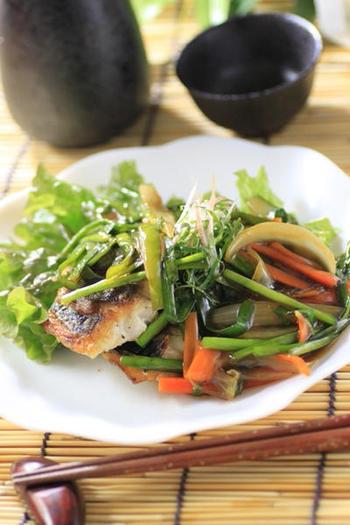 三枚おろしのイサキで作るあんかけは、イサキに小麦粉をふりかけ、皮目をパリッと焼くと美味しくできますよ!野菜もたくさん摂取できて栄養価もバッチリのレシピです。