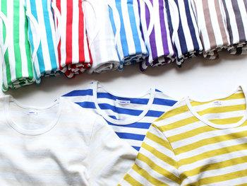 「maillot(マイヨ)」定番のオリジナルファブリックを使用した半袖タイプのボーダーTシャツ。豊富なカラーバリエーションは全部で15色。