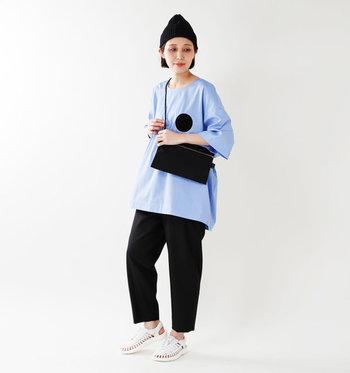 足裏に合わせた立体構造のインソールが歩き疲れを軽減してくれます。活動的に歩き回りたいアウトドアシーンにぴったり。おしゃれと快適性を兼ね備えた機能的なサンダルです。