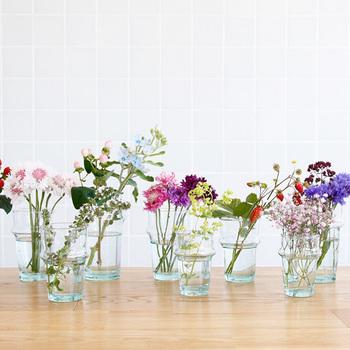 モロッコでは、ミントティーを飲む為のグラスとして親しまれているグラス。90度程度までの耐熱仕様になっているので、沸騰した飲み物は注げませんが、温かい飲み物を楽しむのにもぴったりです。 高さもしっかりあるので、グラスとしてだけでなく、美しいフォルムを活かし、お花を生ける花瓶として使うというアイデアも!