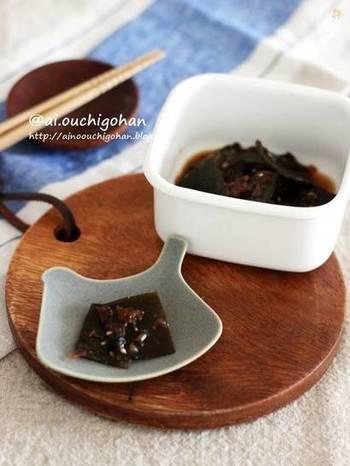 ミネラルやカルシウムの豊富な昆布。お味噌汁やお鍋の際にだしを取ったら、捨てずに活用しましょう。こちらは、叩いた梅と合わせた梅佃煮。さっぱりとした箸休めになるだけでなく、お弁当のおかずにもぴったりです。